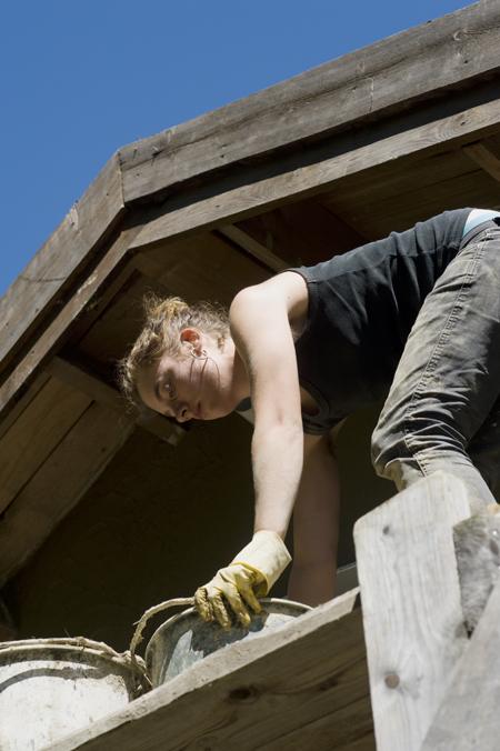 Mycket klättrande blev det. Cisely putsade allra högst upp i nocken. Fyra meter över marke.